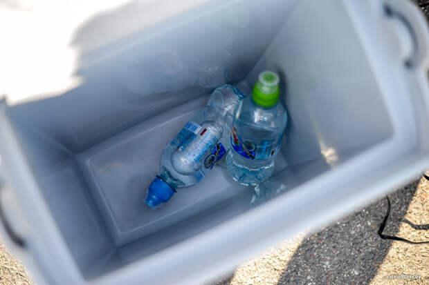 Солдаты холодильников с собой не носят, пришлось включать смекалку. /Фото: auto-onliner.by