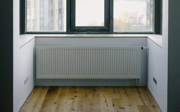 Жильцов дома на улице Вилиса Лациса заставили убрать с лоджии незаконный радиатор