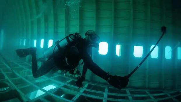 Под крылом самолета очем-то поет зеленое море: вБахрейне открыли подводный парк внутри «Боинга»