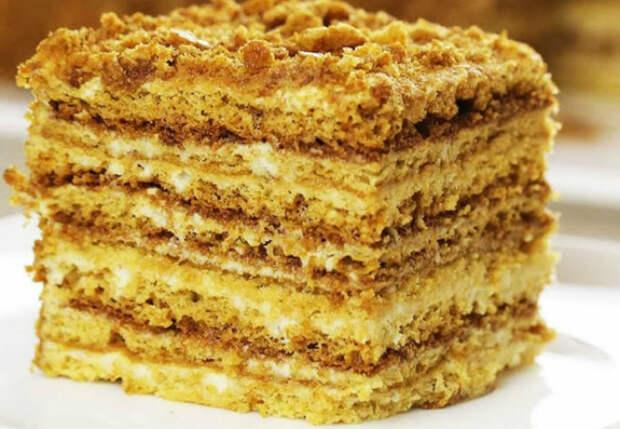 Медовый пух: торт-медовик за полчаса без траты времени на раскатку коржей