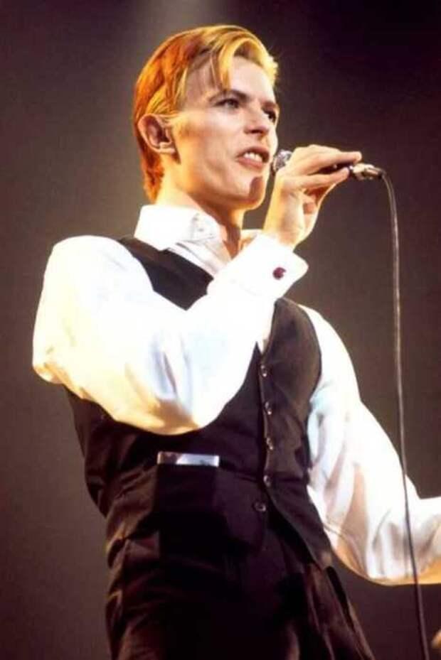 Почему Дэвида Боуи называли «хамелеоном рок-музыки»: Маски и эволюция многоликого музыканта