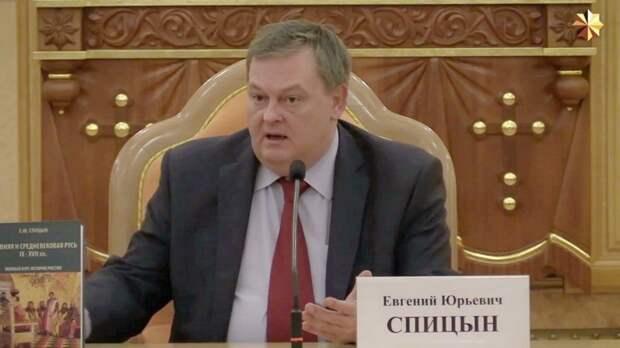 Историк об украинцах: Запад нашёл дебилов, чьими руками пожирает ресурсы России