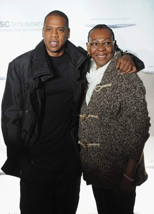 Милые кадры знаменитых мужчин и их мам