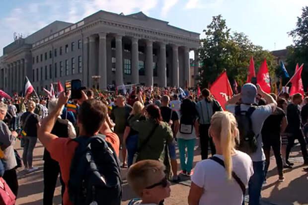 В столице Литвы полиция разогнала протестующих против дискриминации невакцинированных граждан