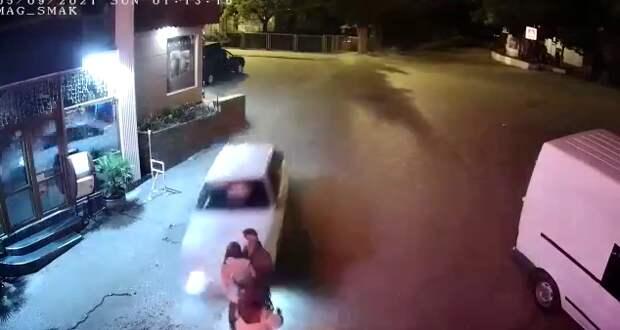 Девушке, которую сбил лихач в Партените, зашивали рваную рану. А водитель сказал, что ничего страшного, бывает. ВИДЕО