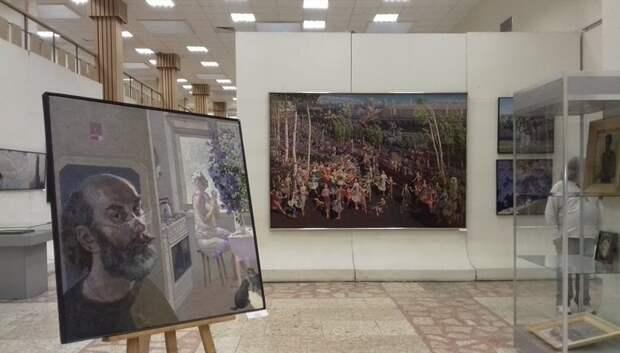 Порядка 120 картин художника Сиухова представили на выставке в Подольске
