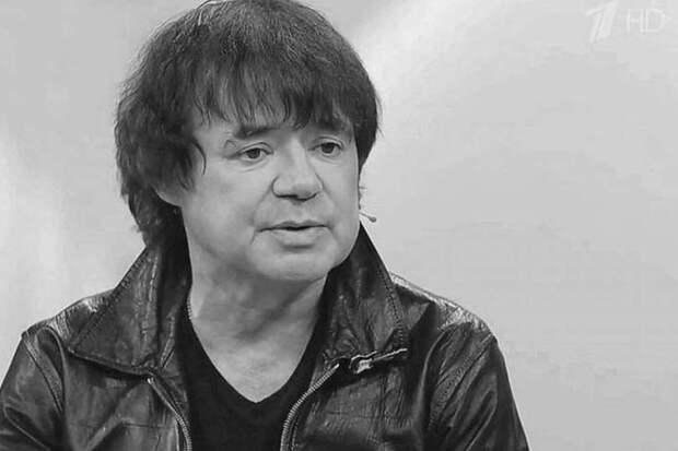 В возрасте 54 года умер певец и композитор Евгений Осин