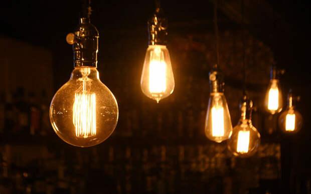 В то время как лампы накаливания также включаются и выключаются, их нить накаливания не охлаждается достаточно, чтобы проявить эффект стробоскопа (Фото: twenty20)