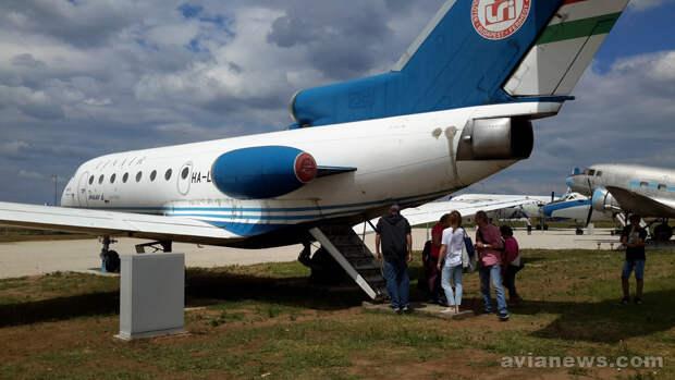 Посадочный трап Як-40 в хвосте самолета