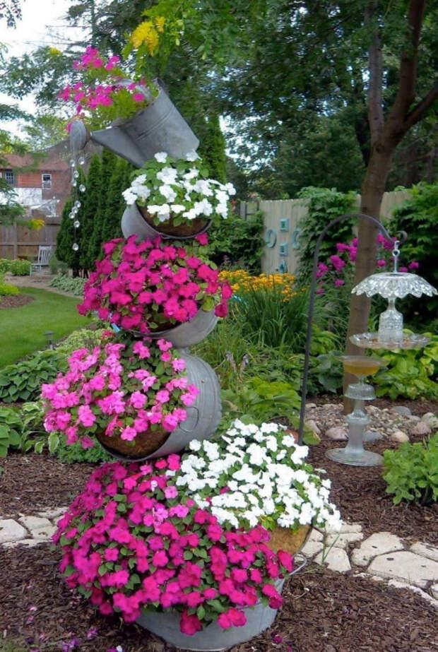 Высокий цветочный фонтан. | Фото: Pinterest.