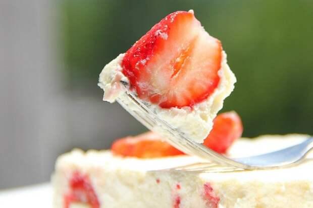Творожный десерт с фруктами без выпечки