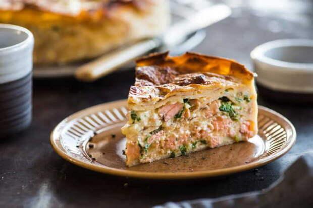 Рыбный пирог на сковороде. \ blog.metro.ua.