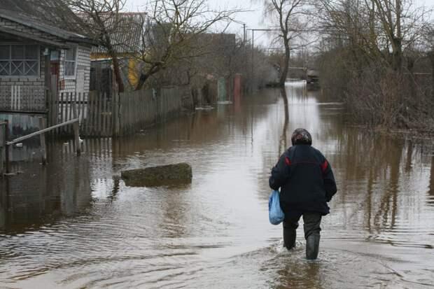 Два автомобильных моста ушли под воду в посёлке Керженец