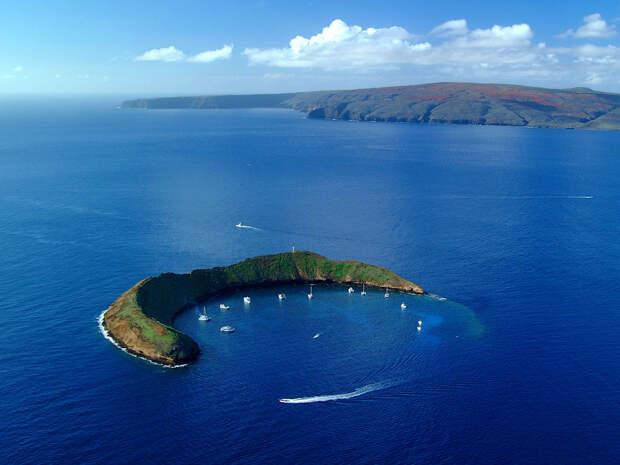 HI 020113-244<br />Molokini Island,  Maui<br />January 13, 2002