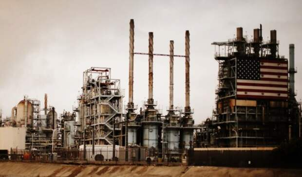 Запасы нефти вСША занеделю неожиданно снизились на0,9млн баррелей