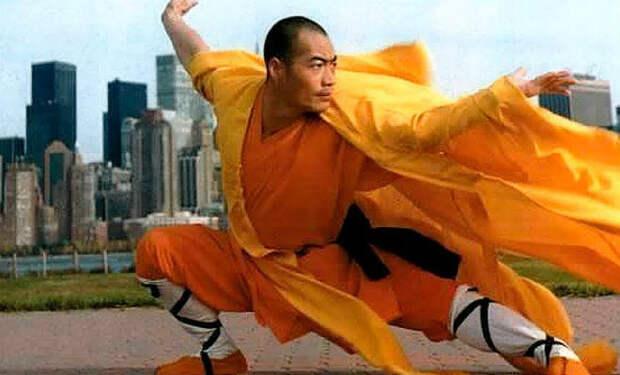 Постороннего пустили в монастырь Шаолинь и показали реальную тренировку монахов