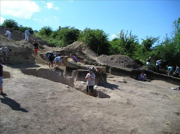 Раскопки возле Опушек продолжаются!