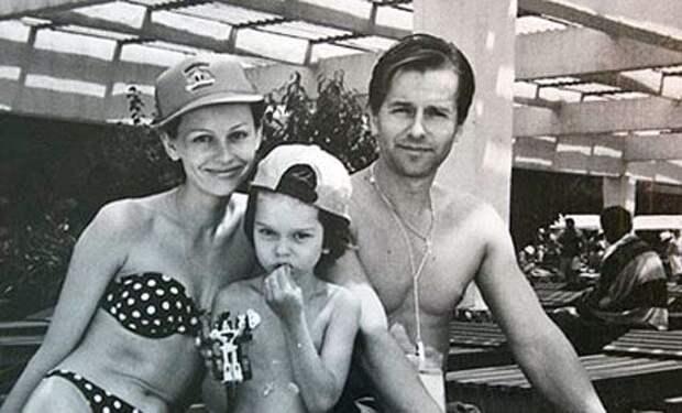 Я хочу на тебе жениться. Но мне нужен ребенок»: Вся правда о семейной жизни Ливанова и Безруковой. Как бывшие супруги живут сейчас