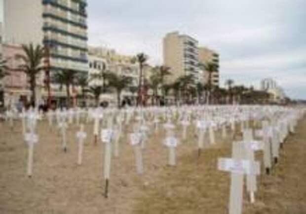 Испанский пляж превратили в кладбище