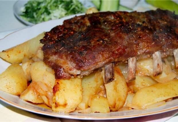 Свиные ребра с картошкой в рукаве