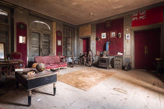 abandonedlivingroom-59da2d0fa8573__880
