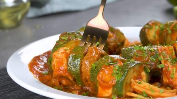 Протыкаем кабачки спагетти и получаем необычный и вкусный ужин