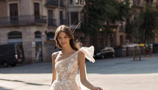 Невесты стали выбирать прозрачные платья