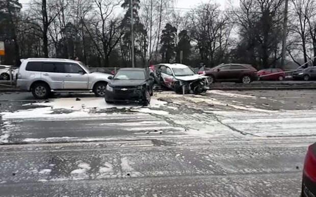 Пьяный водитель на чужом автомобиле разбил 13 машин