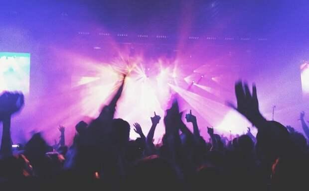 Недолго музыка играла: в европейских странах из-за коронавируса запрещают дискотеки