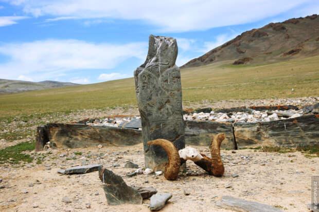 Балбалы условно можно разделить на две группы: древние тюркские каменные скульптуры VI–VIII вв. и кыпчакские...