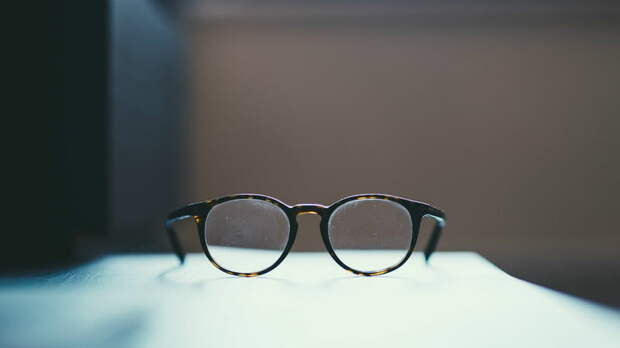 Простой способ убрать мелкие царапины на очках, не меняя линзы