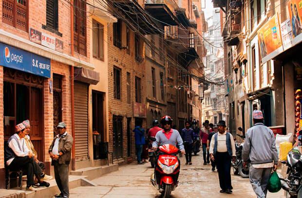 Ездить без шлема и специальной лицензии в мире, интересно, люди, непал, обычай, правила, путешествие
