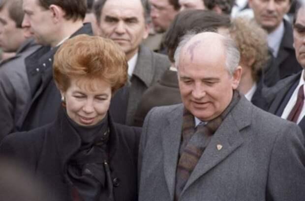 За что советские женщины ненавидели первую леди СССР