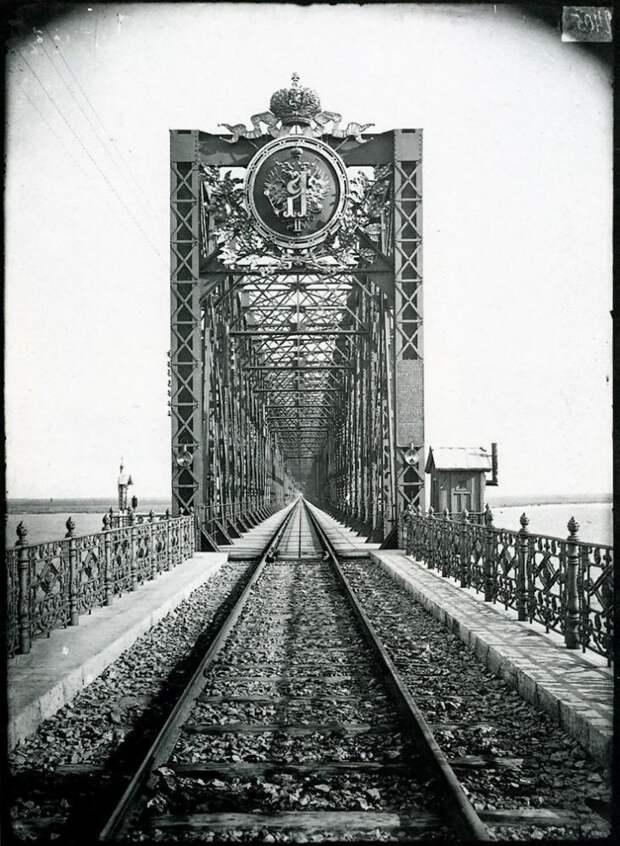 Александровский мост через Волгу в Сызрани. 1894 г