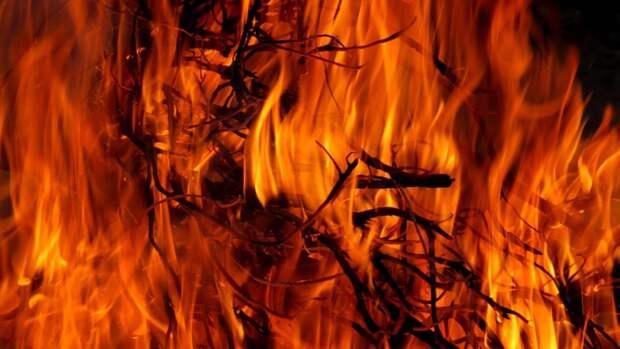 Более 100 огнеборцев привлечены к тушению пожара в Оренбурге