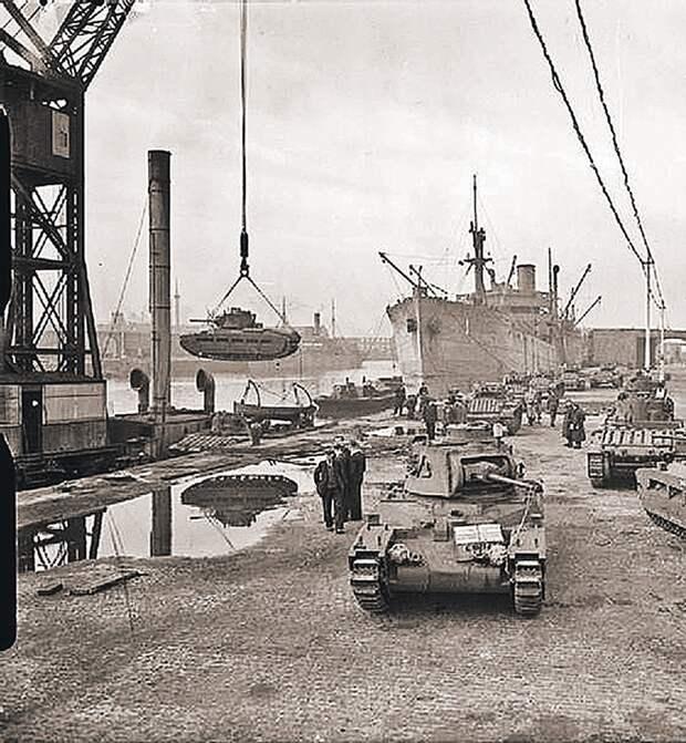 Историческое фото. Октябрь 1941 года. Танки «Матильда» в британском порту Ливерпуль готовятся к отправке в СССР. Фото: www.wikimedia.org