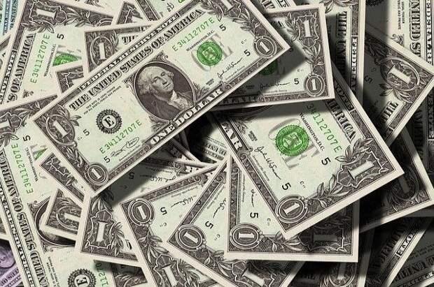 Курс доллара на Мосбирже вырос до 76,87 рубля
