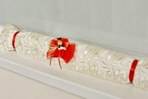 Декоративные валики - симпатичная защита от сквозняков