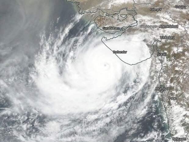 К берегам Индии приближается мощнейший за последние 20 лет циклон