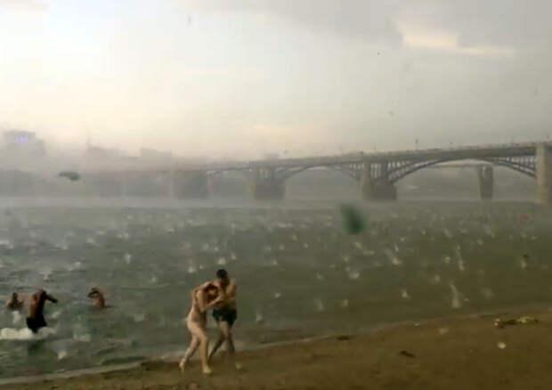 Всего за 1 минуту солнечный пляж Новосибирска превратился в настоящий ад