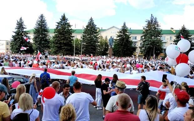 Британская газета: Путин готовится к наихудшему сценарию в Беларуси