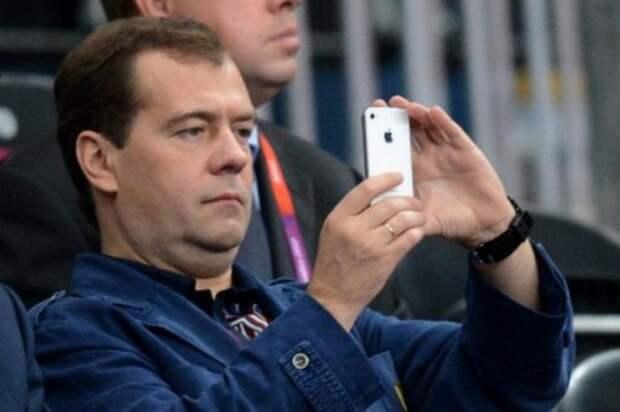 Медведеву посоветовали не пользоваться iPhone