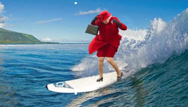 Королева Елизавета II рассекает по волнам и пляшет с поп-королем