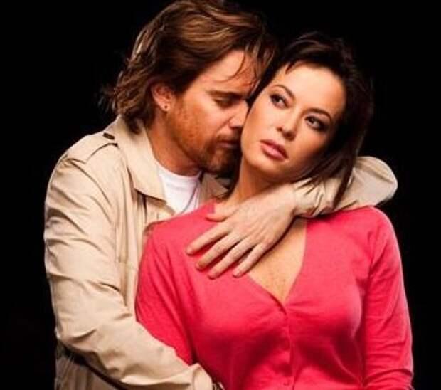 С мужем Николасом Монтеро