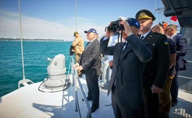 На фото: президент Владимир Зеленский на борту фрегата «Гетман Сагайдачный»