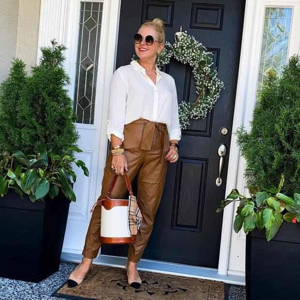 Тенденции 2021 года для зрелых женщин: 7 вещей, которые омолодят весенний гардероб
