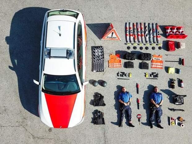 Машины спасателей, медиков, пожарных иихсодержимое