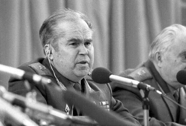 """Как Дмитрий Волконогов мать и отца записал в """"жертвы"""" Сталина"""