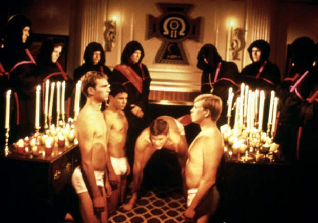«Это вам не Комсомол». Пользователи Интернета делятся шокирующими историями о «ритуалах посвящения» в студенческие братства, которые дадут уличным бандам сто очков вперед