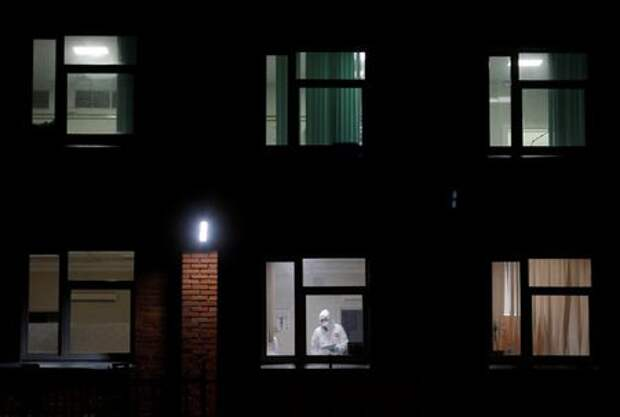 A medical specialist wearing protective gear is seen through the window of the Pokrovskaya hospital amid the outbreak of the coronavirus disease (COVID-19) in Saint Petersburg, Russia October 23, 2020. REUTERS/Anton Vaganov